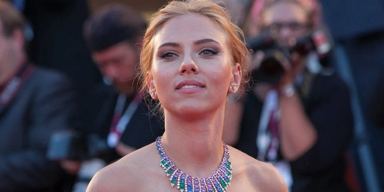 Scarlett Johansson Expecting First Child with Colin Jost